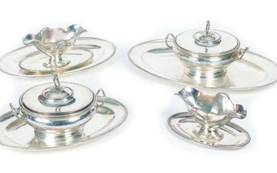 Set of 8 pieces in the Louis XVI style in 950/1000 silver including a pair of two-handled round vegetable dishes and their lids, a pair of sauce boats on a two-handled display with two spouts and three oval dishes, one of which is decorated with pearls...