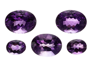 Unmounted Amethysts The lot includes five oval-shaped amethysts measuring...
