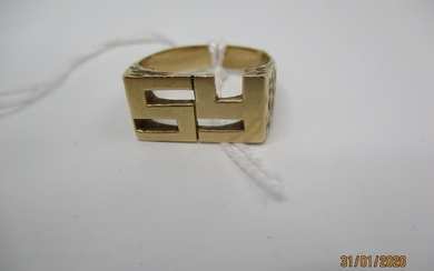 A 9ct gold ring with an S and Y initials, 8g Location: CAB
