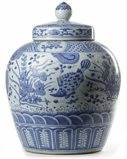 A CHINESE BLUE AND WHITE JAR AND COVER,Qing Dynasty