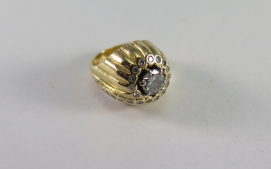 A DIAMOND AND GOLD DRESS RING