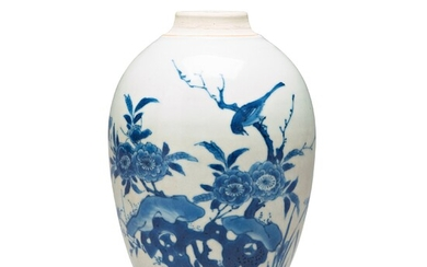 A blue and white transitional vase, 17th Century.