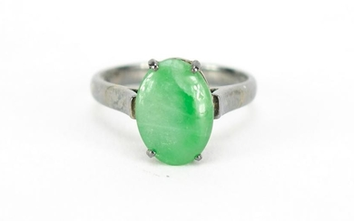 Chinese 18ct white gold green jade ring, size L, 3.0g