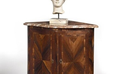 Corner in rosewood, the curved front opening with two leaves, the rounded uprights resting on small arched feet, top in red marble from Flanders. Louis XV period (accidents and restorations). H : 88 cm, L (on one side) : 56 cm Provenance : Château de...