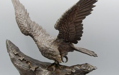 Exceptional sculpture of an eagle preying on a monkey - Bronze - Japan - Late 19th/Early 20th century (Meiji period)