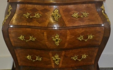 Fabulous serpentine fronted 3 drawer chest of drawers