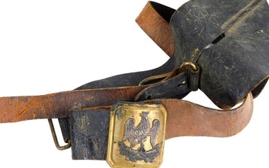 Officer's belt of the National Guard, Second Republic period, fine black patent leather, sword hanger, the short fixed and the long mobile. Brass withdrawal hook, rectangular curved buckle with cut bronze sides. Silver plated cock motif on a lictor's...