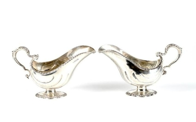 PAIR OF EDWARDIAN SILVER SAUCE BOATS, 892g