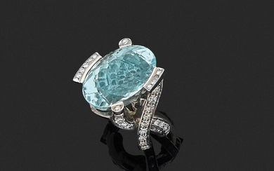 RING in 750 thousandths white gold, the frame with an eventful decoration entirely set with round diamonds, holding an oval aquamarine in the centre. Finger size: 55. Gross weight: 24.0 g. Presumed weight of the aquamarine about 20 to 23 ct. White gold...