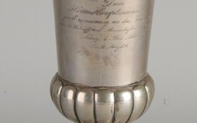 Silver chalice, BWG, 12 lothig, round model placed on a round base with ribs and a chalice with fluting. The chalice has an engraving: Dem Herrn Hauptmann Stoltz, zur Erinnerung an das Kommando über die unteroffz. und Manschaften der 2 Compag. König 4...