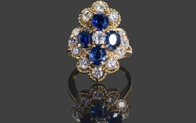 Yellow gold ring with 750 thousandths of a chantourné motif set with four oval sapphires and thirteen brilliants in a 10.7 g pearl setting, size 57 - Diamonds: 1 x 0.20 carat, 6 x 0.10 carat and 6 x 0.04 carat - Sapphires.