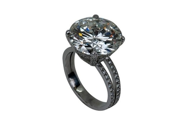 18 KARAT WHITE GOLD & DIAMOND RING