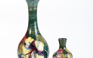 A MOORCROFT 'HIBISCUS' PATTERN BOTTLE VASE, MID 20TH