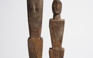 A PAIR OF DAYAK WOODEN 'AGOM' GUARDIAN FIGURES IBAN PEOPLE, EARLY 20TH CENTURY