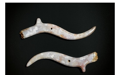 A RARE PAIR OF AGATE PENDANTS, EASTERN ZHOU DYNASTY