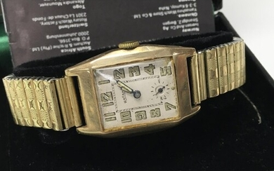 A vintage 9ct gold cased Rotary wristwatch.