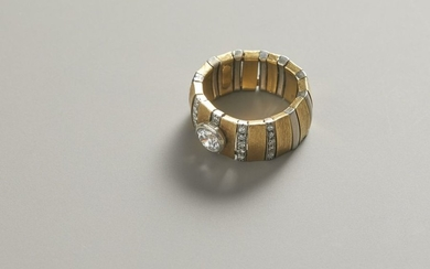 Ring in gold and white gold with diamonds...