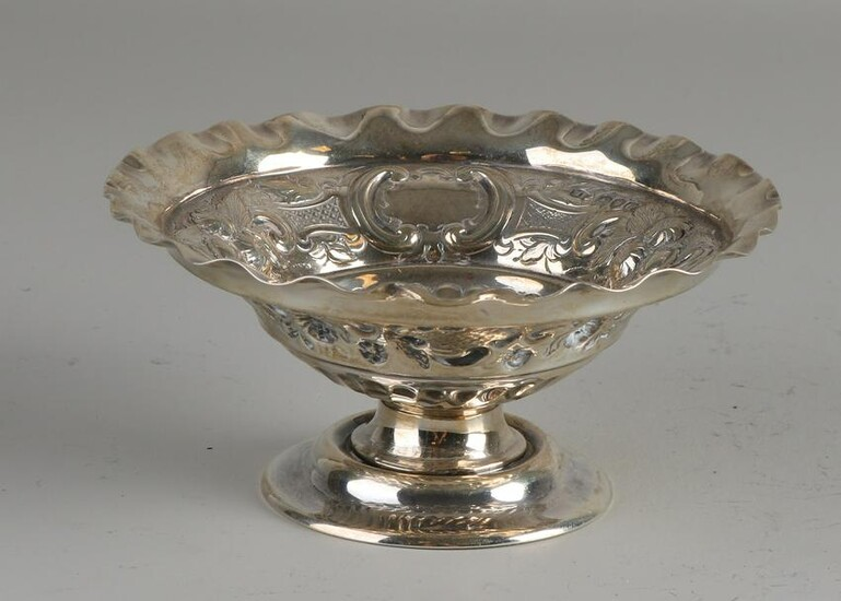 Silver dish, 925/000, round model with a wavy edge and