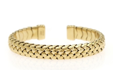 Tiffany & Co.: An open and flexible bangle of 18k gold. 1997. Diam. 5.7 cm. Weight app. 40.5 g.