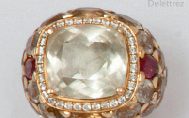 Yellow gold ring, adorned with an aquamarine edged...