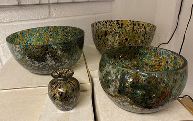 4 large Sunderland glass bowls and one smaller