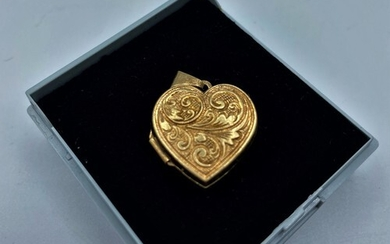 """9CT GOLD HEART LOCKET PENDANT PATTERNED AND ENGRAVED """"LOVE Y..."""