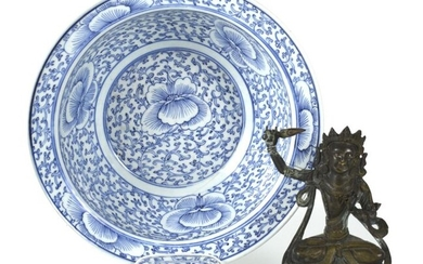 A BLUE AND WHITE FLORAL PORCELAIN PLATE AND A SMALL BRONZE FIGURE OF MANJUSHRI, China/Tibet - D.29,2/H.16 cm