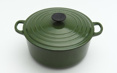 A FRENCH CAST IRON ENAMEL LE CREUSET '26' TWO HANDLED CROCKPOT, 26 CM DIAMETER, LEONARD JOEL LOCAL DELIVERY SIZE: SMALL