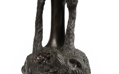 A MODERN CHINESE BRONZE VASE, QING DYNASTY, 20TH CENTURY