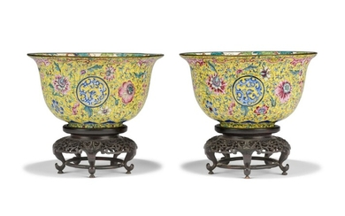 A PAIR OF CHINESE PAINTED ENAMEL DEEP BOWLS, 18TH CENTURY