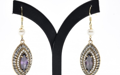 A PAIR OF PASTE SET EARRINGS IN SILVER GILT
