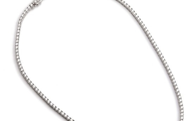 A diamond necklace set with numerous brilliant-cut diamonds weighing a total of app. 7.93 ct., mounted in 18k white gold. F-G/VVS-VS. L. app. 42 cm.