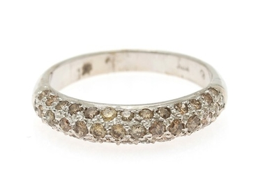 A diamond ring set with numerous brilliant-cut brownish diamonds totalling app. 0.77 ct., mounted in 18k white gold. Size 56.