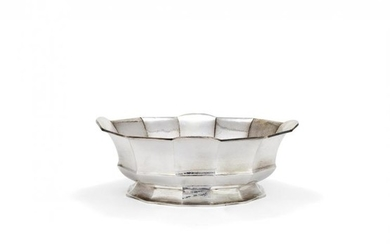 An Italian hammered silver coloured large centre bowl by Mario Masenza