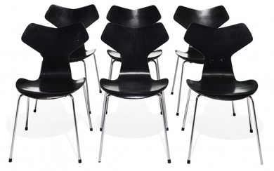 "Arne JACOBSEN (1902-1971) Suite de six chaises dites ""Grand Prix"" - 1973"