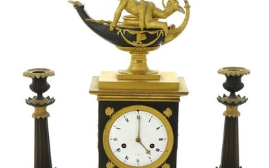 """Empire clock in bronze and metal, in green and gold tones, surmounted by a cherub with an oil lamp, enamelled dial marked """"à Paris"""". The clock is accompanied by a pair of torches. H 46.5 cm (clock), H 29 cm (torches). Non-blocked mechanism, pendulum..."""
