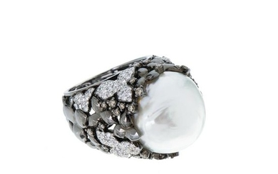 Gold ring with diamonds and pearl