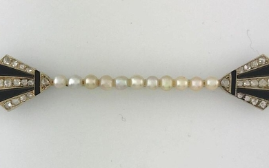 Important brooch barrette in white gold 750°/°°° decorated with a line of pearl seeds and two geometrical palm motifs set with roses alternating with onx, circa 1925, Gross Weight: 12,12g