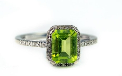 Ladies White Gold Diamond & Peridot Gemstone Ring