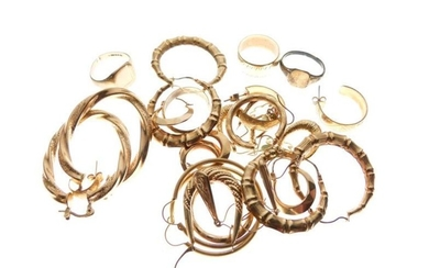 Large selection of gold and yellow metal earrings, rings...