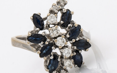 RING 18K whitegold w sapphires and brilliant-cut diamonds 0,39 ct inscribed in shank, W VVS, original invoice enclosed