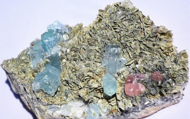 Rare Aquamarine with pink ApatiteMineral Collection - 190×109×60 mm - 1141 g - (1)