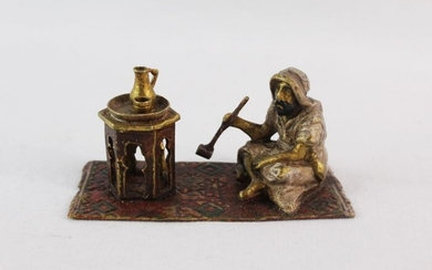 Sculpture, A Viennese cold painted bronze of an Arab smoking - Bronze - Early 20th century