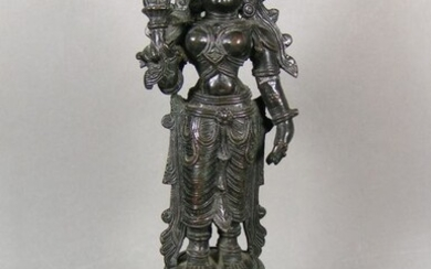 Sculpture - Bronze - A patinated bronze sculpture of the Hindu god Bhudevi in Nayak style - India - Ca 1800