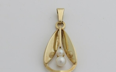 Yellow gold pendant, 585/000, with pearls.&#160