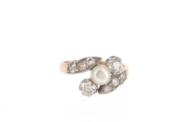 Ring in 18 K pink gold (750 °/°°°) and platinum (950 °/°°) set with a pearl and old cut diamonds Gross