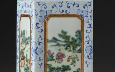 A CHINESE FAMILLE ROSE PORCELAIN BRUSH POT, 19TH-20TH
