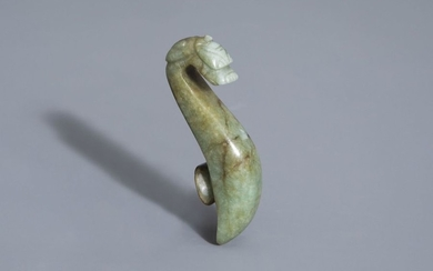 A Chinese carved jade belt hook, 19th/20th C....