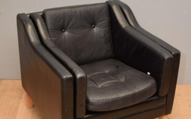 A DANISH LEATHER LOUNGE CHAIR IN THE STYLE OF BORGE MORGENSON (A/F - DIFFERENT CUSHIONS) (72H x 79W x 80D CM) (LEONARD JOEL DELIVERY...