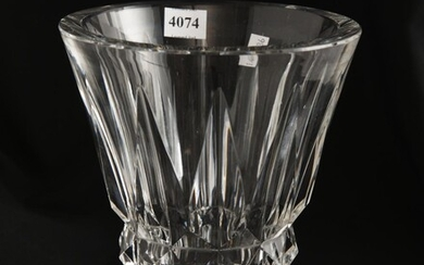 A FRENCH ST LOUIS CRYSTAL VASE, 20 CM HIGH, LEONARD JOEL LOCAL DELIVERY SIZE: SMALL
